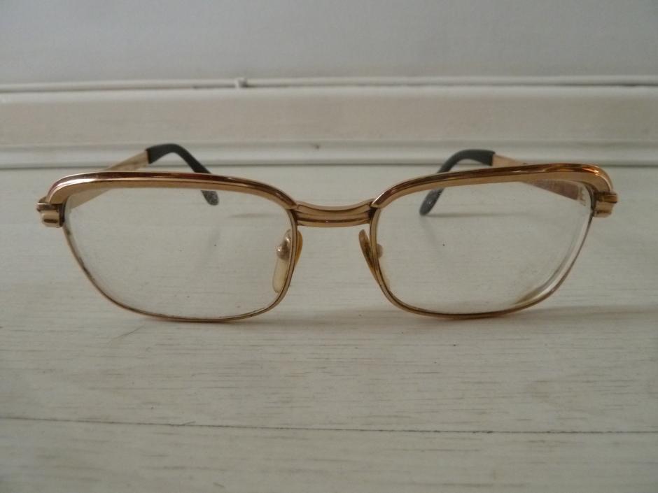 f12c1fd10 Óculos de grau antigos - Uso e Desuso